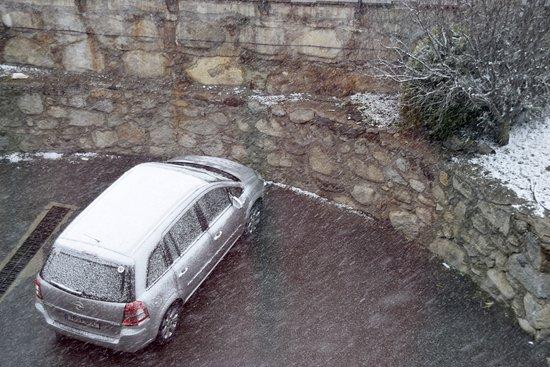 Ansalonga, Andorra: Estacionamiento exterior