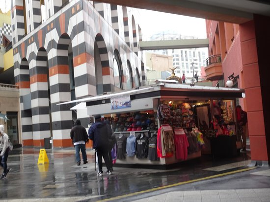 Westfield Horton Plaza : Colorful Spanish-feeling mosque architecture