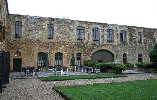 Latour, Bélgica: Vue de l'extérieur