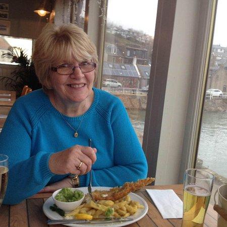 Gourdon, UK: Enjoying the fish n chips