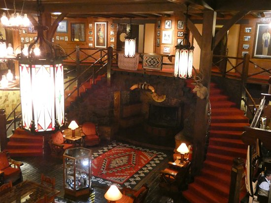 El Rancho Hotel & Motel: hotel lobby