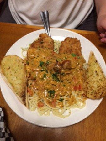 Eagle Grill & Oyster Bar: Cajun Happiness (chicken, shrimp & andouille sausage in cajun cream sauce over linguini.)