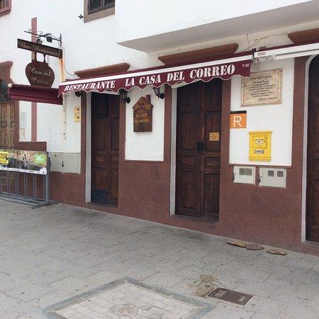 Bar restaurante la casa del correo artenara restaurant for Casa correo