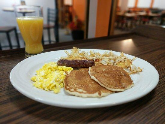 Lake City, MI: Breakfast served all day!