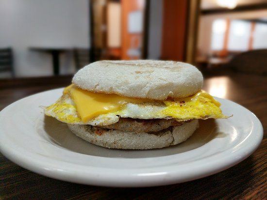 Lake City, MI: Breakfast sandwiches available!