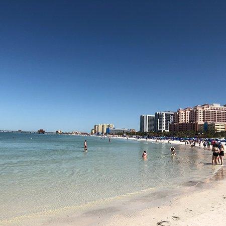 Imperdível. Praia linda, limpa e com muitas atrações e restaurantes maravilhosos