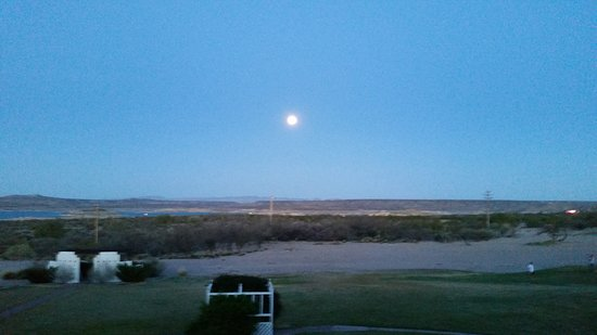 Elephant Butte Inn: Blue moon in March 2018