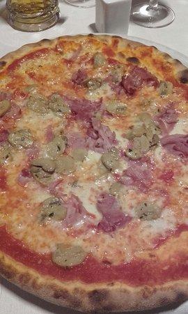 Giustino, Italia: Pizza prosciutto e funghi