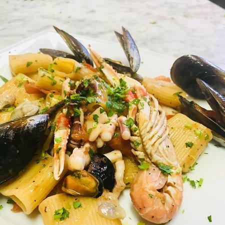 Gorfigliano, Ý: Nell'occasione di Pasqua ci siamo ritrovati a mangiare in questo ristorante molto grazioso piatt