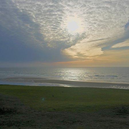Bandon Dunes Golf Resort: Beautiful vistas hard to capture with a phone.