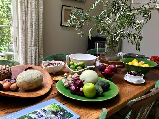 Edenhouse - Luxury Lodge: Table of fresh fruits and vegetables!