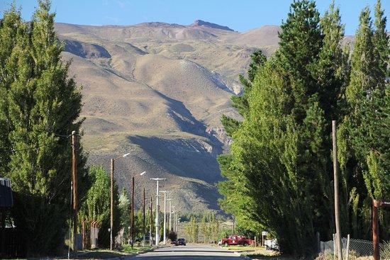 Rio Tarde Casa Patagonica: Blick vom Hotel die Straße runter