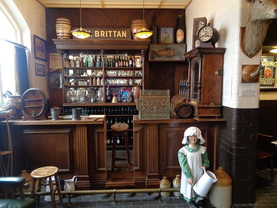 The National Brewery Centre: A reconstructed turn of the century pub interior