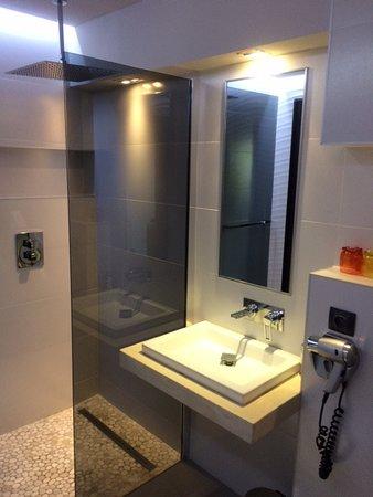 Salle de bain avec douche italienne - Picture of Nature ...