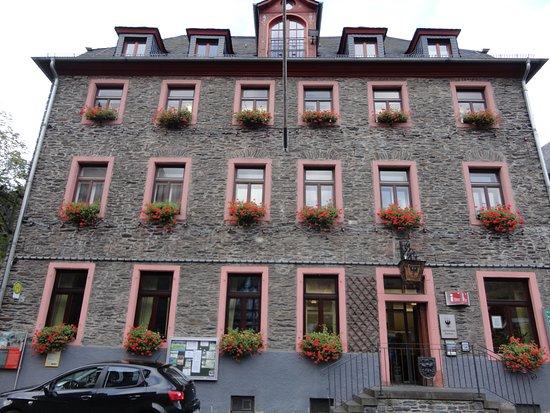 Oberwesel, Germania: 市庁舎の正面の建物に、ツーリスト・インフォメーションはあります