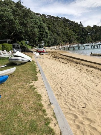 Kawau Island, نيوزيلندا: as you can see it was a full work site, not acceptable.