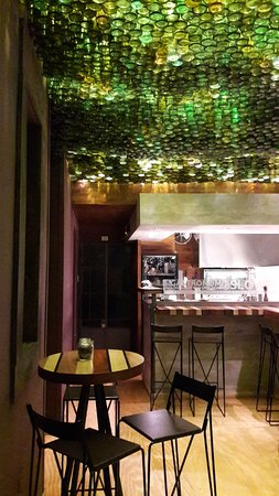 Varon Wine Bar & Bistro: Varon Wine Bar
