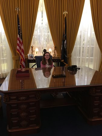 Richard Nixon Presidential Library and Museum: in the oval office