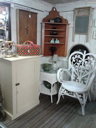 Old Ridge Antiques: Wicker & Country
