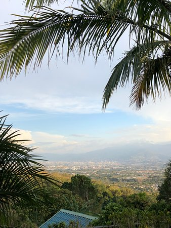 Pilas, Costa Rica: View from the back near the pool