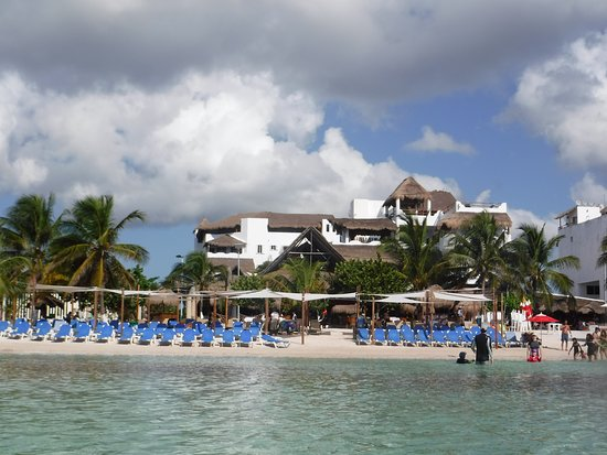 Costa Maya, Mexiko: View of the beach and resort from the water