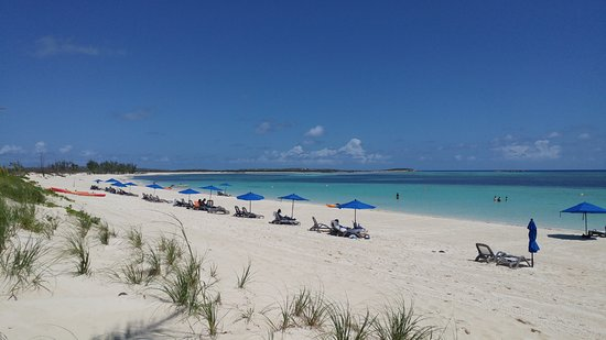South Caicos: Amazingly beautiful beach for so few people!