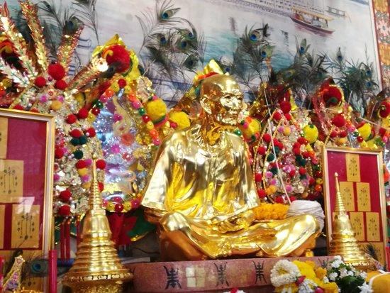 Wat San Chao Floating Market