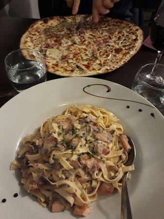 Chef-Boutonne, Frankrike: Tagliatelles à la truite de Lussais et pizza fermière