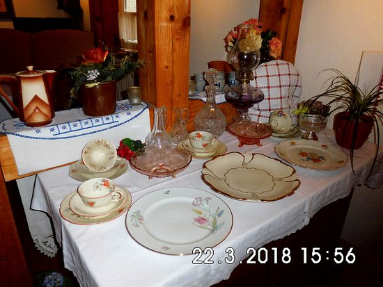 Sch ne deko picture of antik kaffeestube fundus korbach for Schoene deko