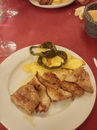 Monreal del Campo, Spanien: Cena. secreto con patatas y pimientos