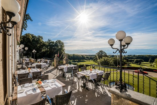 Chateau de bonmont hotel cheserex voir les tarifs 13 for Piscine cheserex