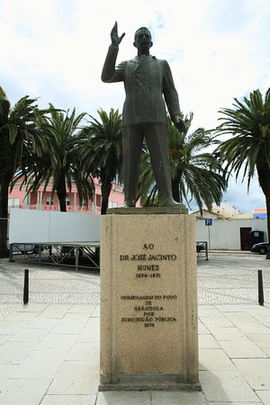Dr. Jacinto Nunes Statue