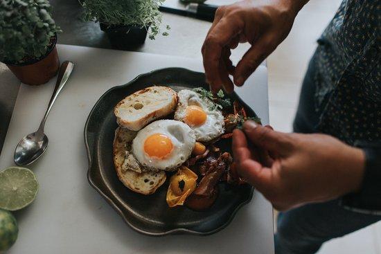 El Estanco: Bacon & Eggs
