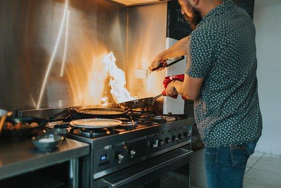 El Estanco: Cooking