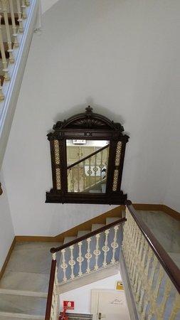 Hotel Medium Romantic : Escalera para subir a la planta.