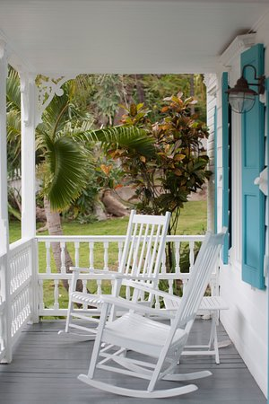 Squires Estate: The wonderful front porch