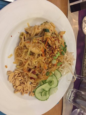 Royal Outpost: chicken pad thai
