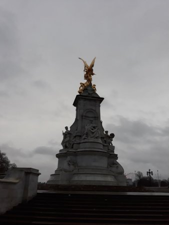 Queen Victoria Memorial: 20180402_064549_large.jpg