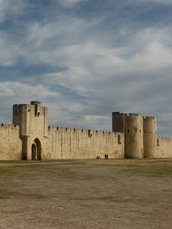 Cartoline da AiguesMortes Francia Picture of Towers and Ramparts