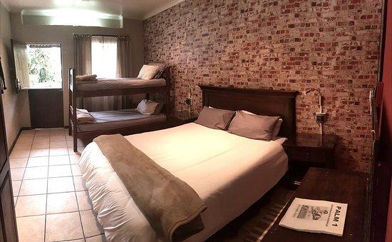 Brown Sugar Backpackers: Double, Triple or Family room en suite