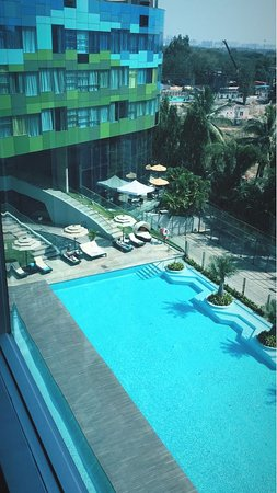 Vivanta By Taj Whitefield: View from the room overlooking the pool