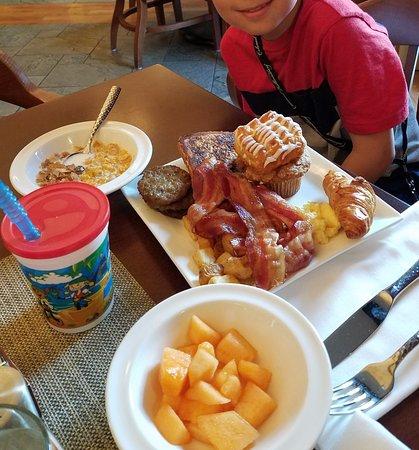 Williamsburg Lodge, Autograph Collection : breakfast buffet - kids