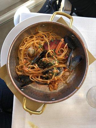Porto Taverna, Italie : SPADELLATA