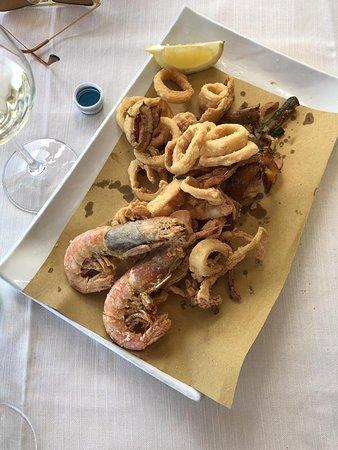Porto Taverna, Italie : Frittura di mare