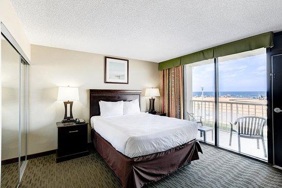 One bedroom oceanfront suite picture of beach quarters resort virginia beach tripadvisor for Virginia beach suites oceanfront 2 bedroom