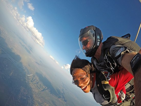 Victoriawatervallen, Zimbabwe: Spectacular & thrilling sunset skydiving action