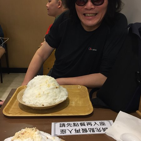 Absolutely delicious fine shaved almond tofu ice