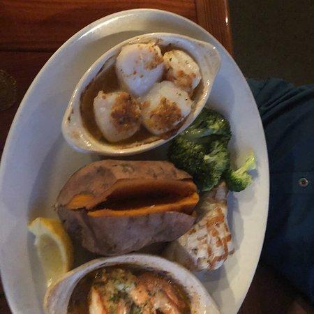 Timbers restaurant and fish market sanibel island for Florida fish market