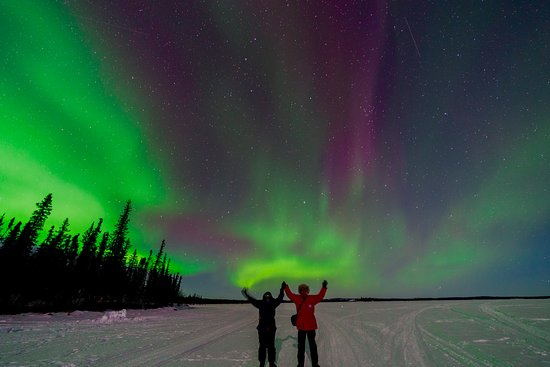 Blachford Lake Lodge: Posing with the Northern Lights