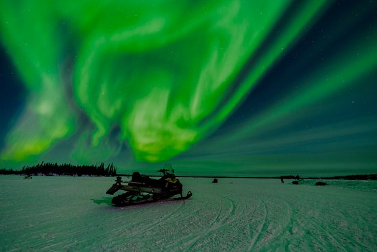 Blachford Lake Lodge: At times the Aurora almost fills the sky and lights up the night